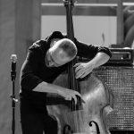 Concierto del trío de The Bad Plus (piano, contrabajo y batería) por el 48 Voll-Damm Festival Internacional de Jazz de Barcelona en el Conservatori de Liceu. Reid Anderson, contrabajo; Ethan Iverson, piano; David King, batería. © Dani Álvarez