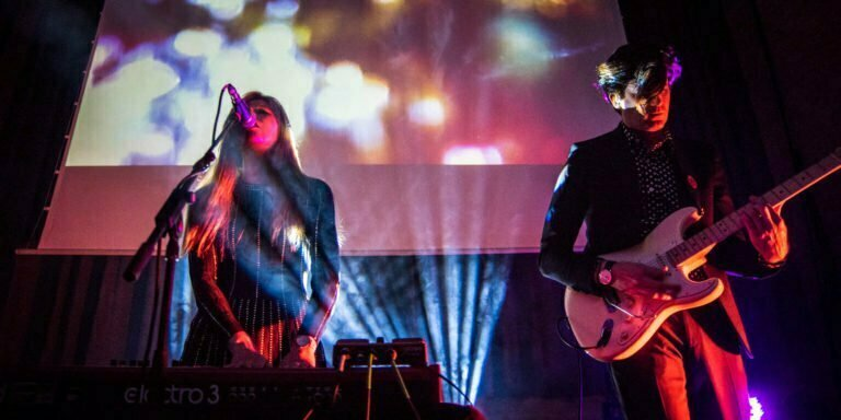 Still Corners. Photo © Víctor Parreño